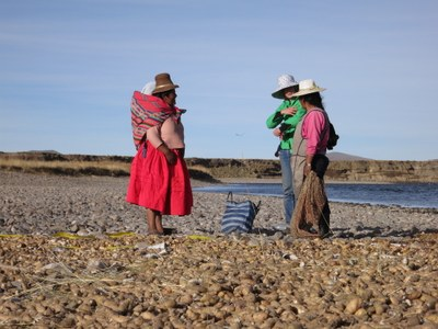Lauren and Virginia talk with a Totorani woman about producing tunta - freeze dried potatoes seen in the foreground.