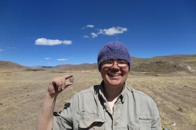 Lauren discovers an Archaic Period scraper at Wilamaya Patjxa.