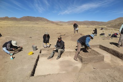 Slowly but surely, ancient archaeological features are exposed. Alex, Esme, Socrates, and Nestor expose a feature here.
